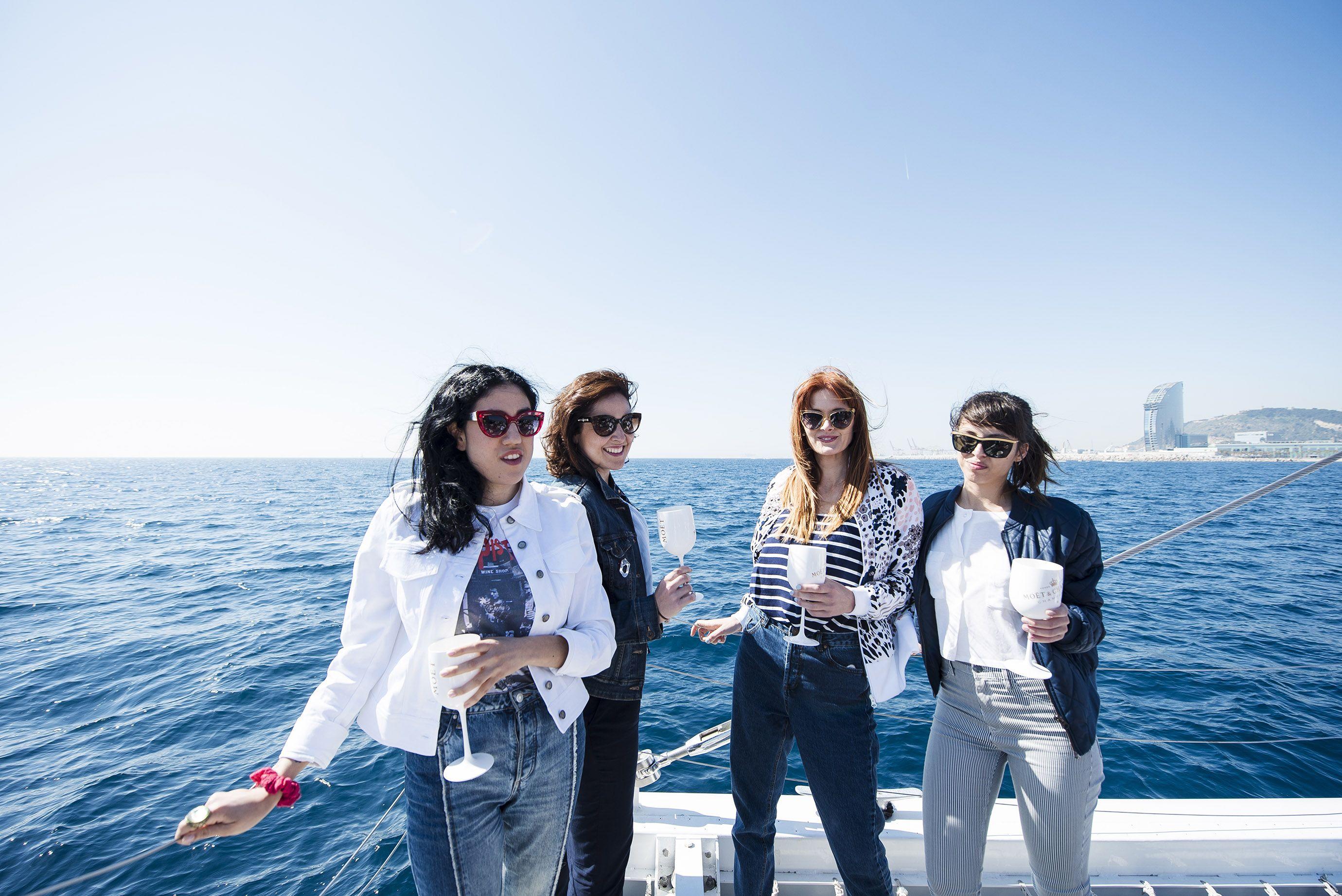 FiveStarExperience-BNC fiesta catamaran barcelona