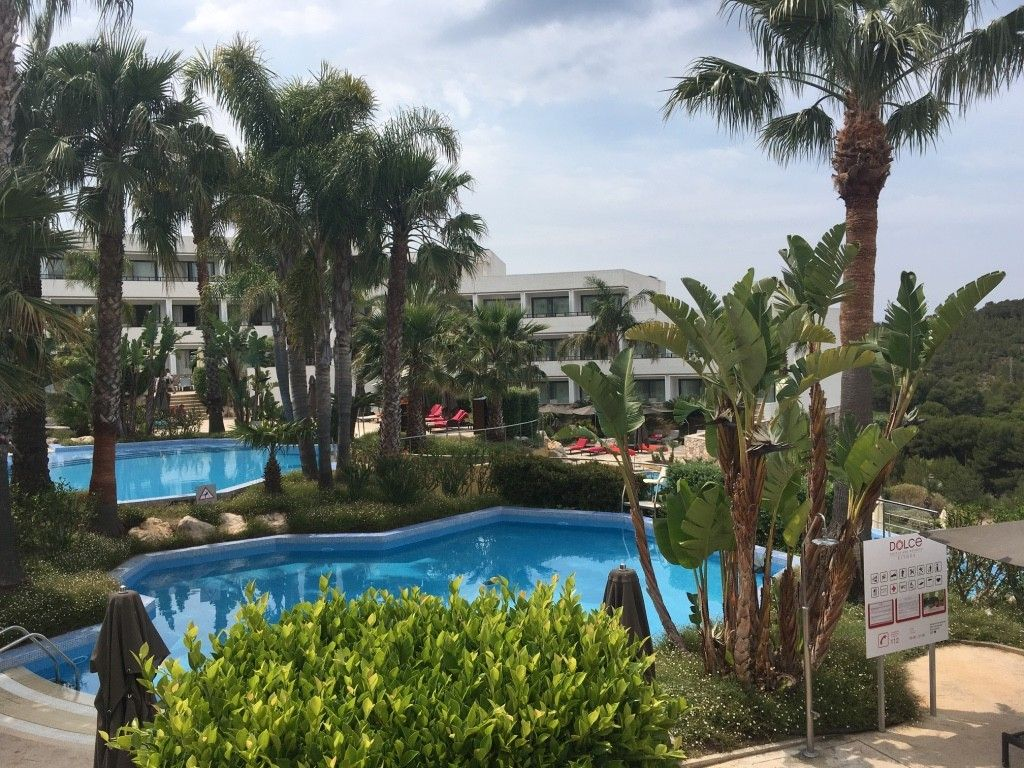 piscinas hotel dolce sitges
